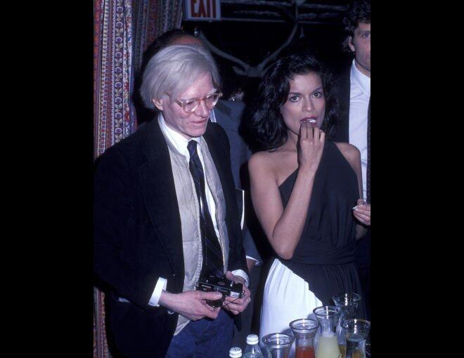 <p>Tavern on the Green 現址為 67th Street, Central Park West:  1978 年 4 月 30 日,Andy Warhol 和 Bianca Jagger 來到 Tavern on the Green 參加 George Cukor 的派對。</p><p> </p>