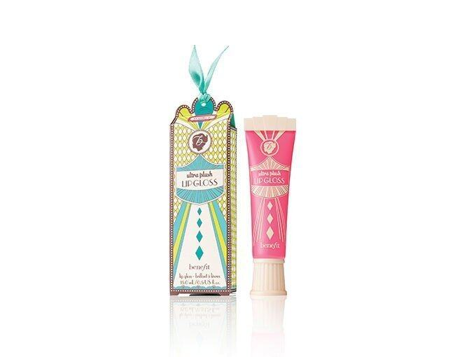 <p>Benefit Ultra Plush 粉紅色唇彩。</p><p>$160</p>