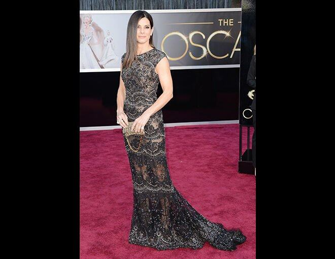 <p>15 大最佳衣着</p><p>Sandra Bullock:Elie Saab 蕾絲魚尾禮服;Swarovski clutch;Harry Winston 珠寶。</p>