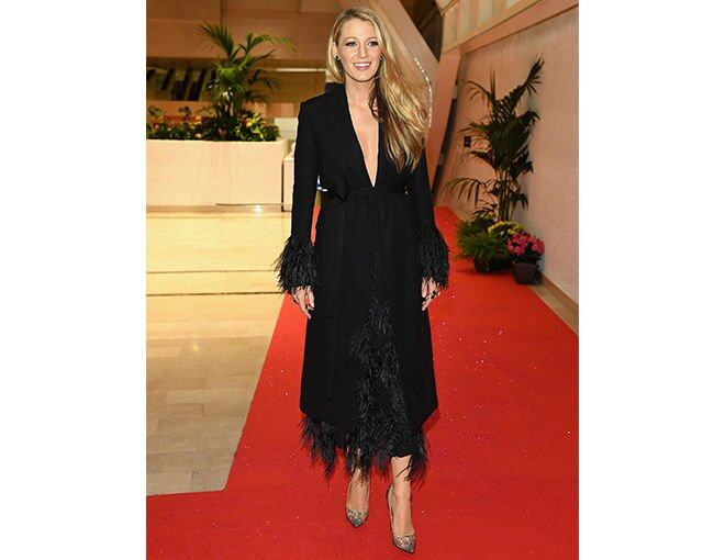 <p>一日連走三場的 Blake Lively,於晚宴時換上莊重的打扮。Dress: Salvatore FerragamoShoes: Christian LouboutinJewellery: Ofira</p>