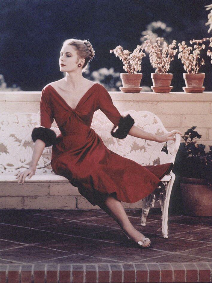 Grace Kelly 出生於一個名流家庭,自小熱愛表演