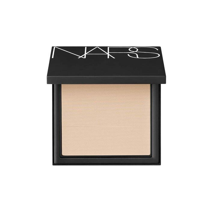 湯洛雯分享扮靚心得:Nars All Day Luminous Powder Foundation SPF25/PA +++