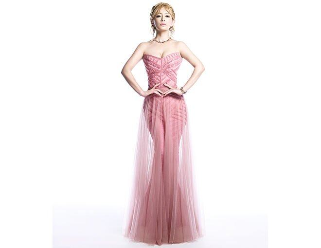 <p>An exquisite and graceful princess, she is eternally Ayumi, a princess evermore.</p><p>On Ayumi Hamasaki:Tony Ward 2013 秋冬高級訂製禮服;Bulgari Diva 頸鏈、手鏈及耳環。</p>