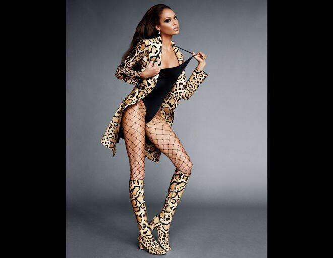 <p>Joan Smalls </p><p>Gucci 豹紋外套及長靴;Scott Stevenson 緊身連身衣;Cartier 耳環;La Perla 魚網絲襪。</p>