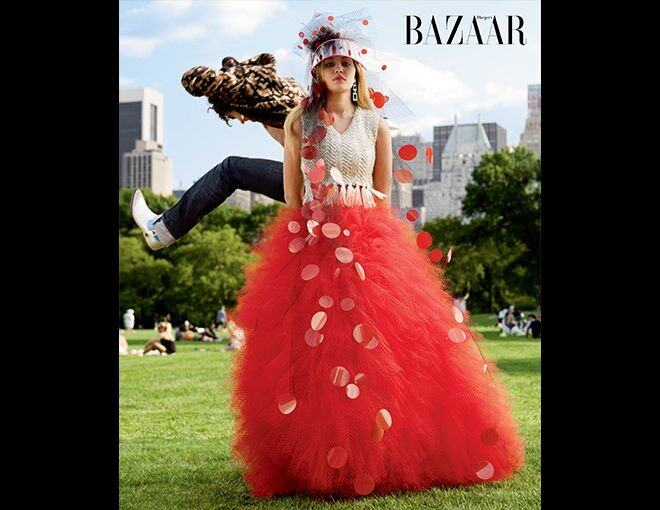 <p>The season's best haute couture and jewelry.</p><p>Giorgio Armani Prive 高級訂製裙及頭飾、Reza 耳環、Saint Laurent by Heidi Slimane 外套。</p>