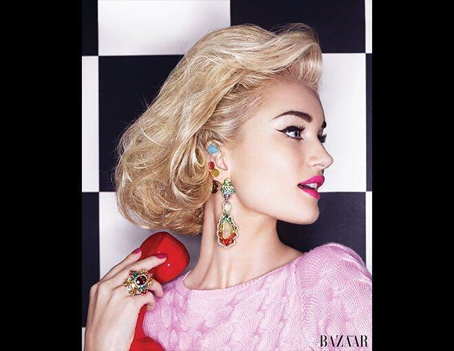 <p> The New Extravagance<br />A modern take on jewellery; mixing fine gems with costume.</p><p> Rosie Huntington-Whiteley<br />Dior 上衣;Givenchy by Ricardo Tisci 閃石耳環;Dior Fine Jewellery 耳環(下)及戒指。</p>