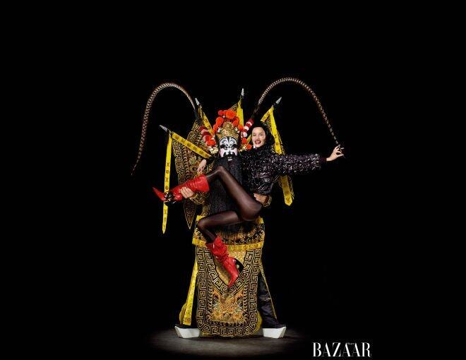 <p>Diana Vreeland 是《Harper's BAZAAR》以往的專欄作家,Carine Roitfeld 將她納入是次專題向她作出致敬,「她是位具影響力的女強人,為時裝界帶來翻天覆地的改變。」</p><p> Chanel jacket and tights; J.W. Anderson earrings and boots; Laura Mercier Paint Wash Liquid Lip Colour in Red Brick<br />Hair: Akki; makeup: Gucci Westman; manicure: Mary y Soul for Dior Le Vernis. special thanks to Xianzhong Zhai of Chinese Theatre Works.</p><p> </p>