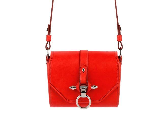 <p>Givenchy</p><p>Obsedia Coney 紅色長肩帶側揹袋 $TBC。</p>