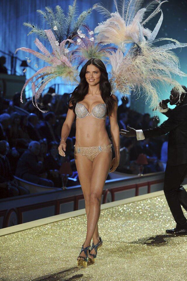 2010 年 Adriana Lima 所戴的 The Bombshell Treasure Bra,約 200 萬美元。