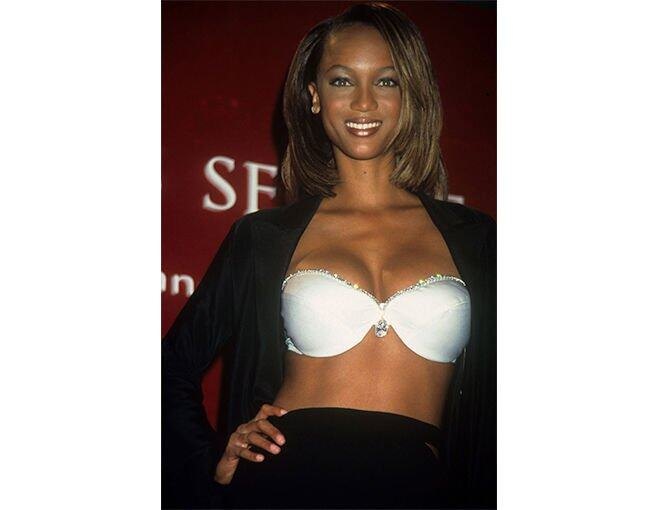 <p>1997 年 Tyra Banks 被選中示範 Victoria's Secret Fantasy Bra,  The Diamond Dream Bra, 約 300萬美元。</p>