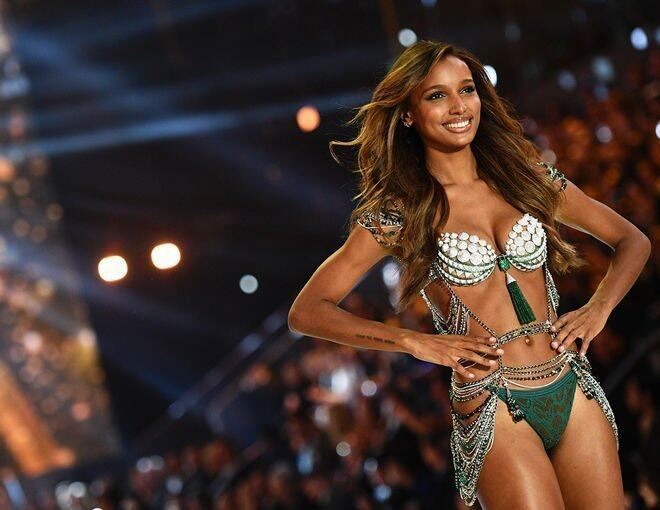 <p>由黑人模特兒Jasmine Tookes 示範的The Bright Night Fantasy Bra,總值三百萬美元。</p><p> </p>