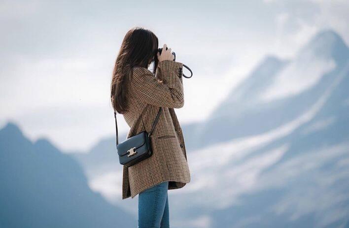 「尹世理」的名牌手袋推薦 1 : Celine Triomphe 系列手袋