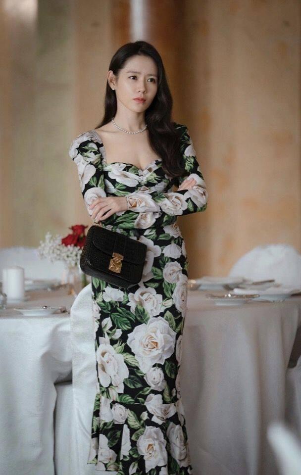 「尹世理」的名牌手袋推薦 7:Miu Miu 黑色鱷魚皮壓紋手袋