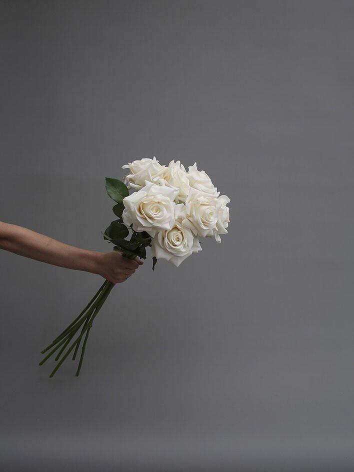 品牌經典款式,為人熟悉的白玫瑰花。